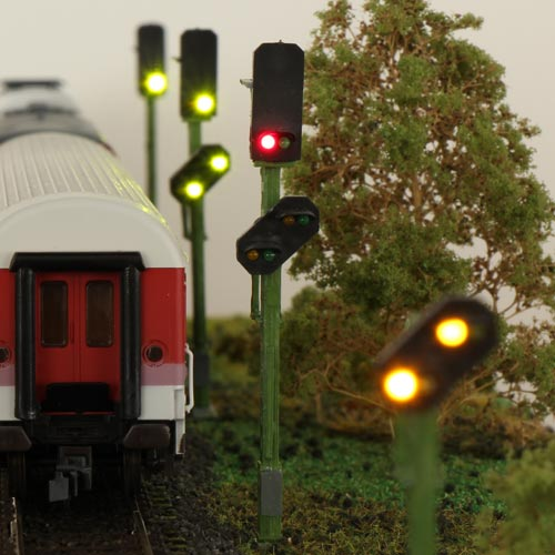 8 Light Block Signals with Advance Signal on a Post (4+4)